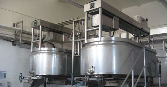 SUS304 Industrial Cheese Making Machine With Heating , Cooling Jacket And Agitator